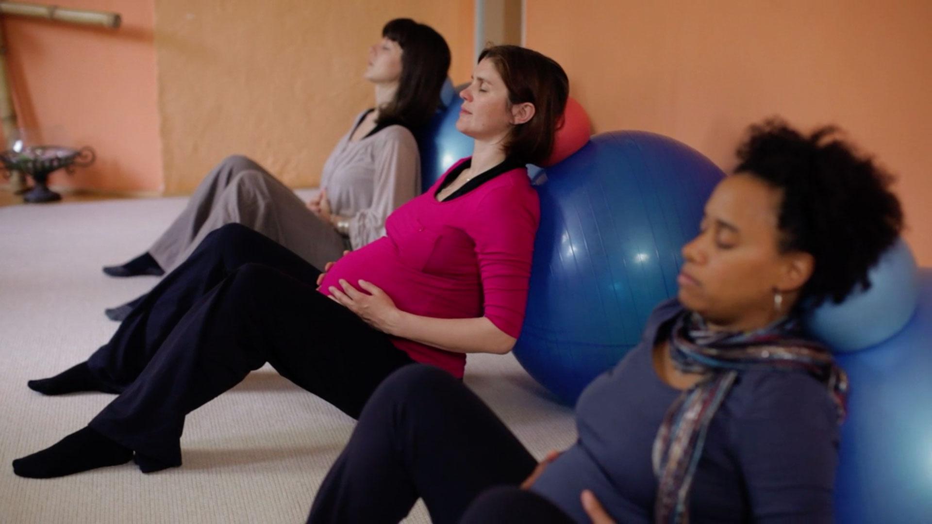 animo-film-schwangerschafts-gymnastik-ball