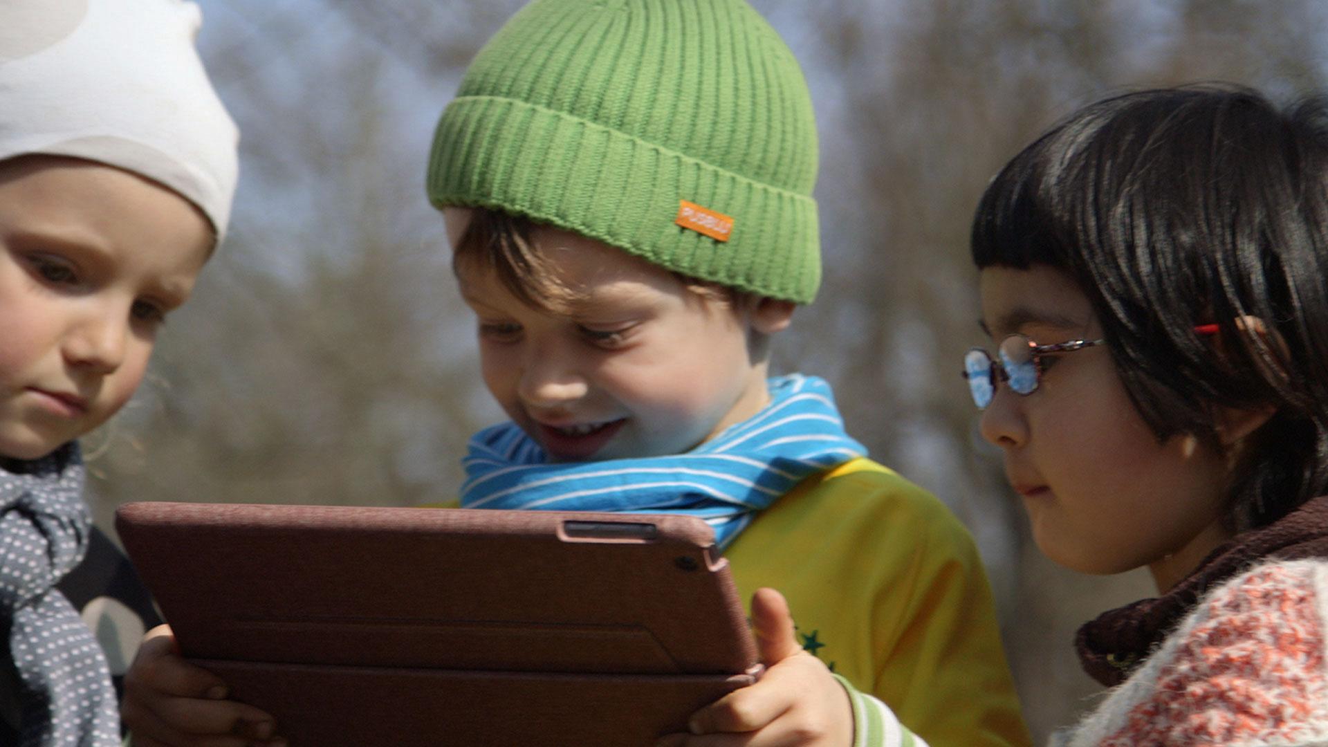 hansmann-kinder-junge-tablet