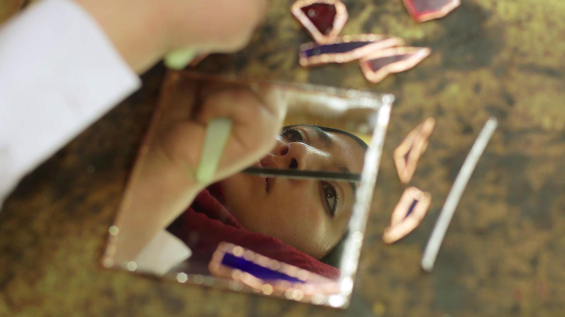 animo-film-frau-im-spiegel