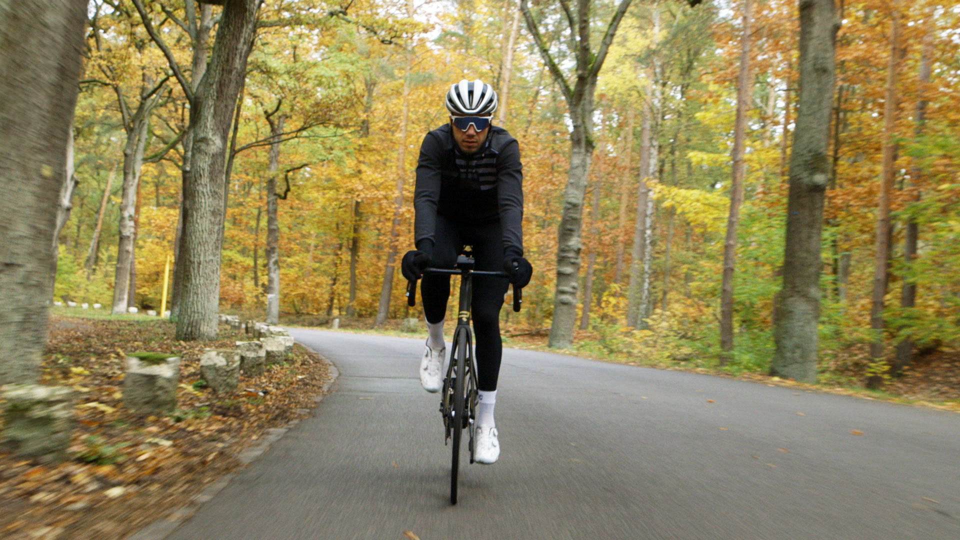 1-nazir-faehrt-fahrrad