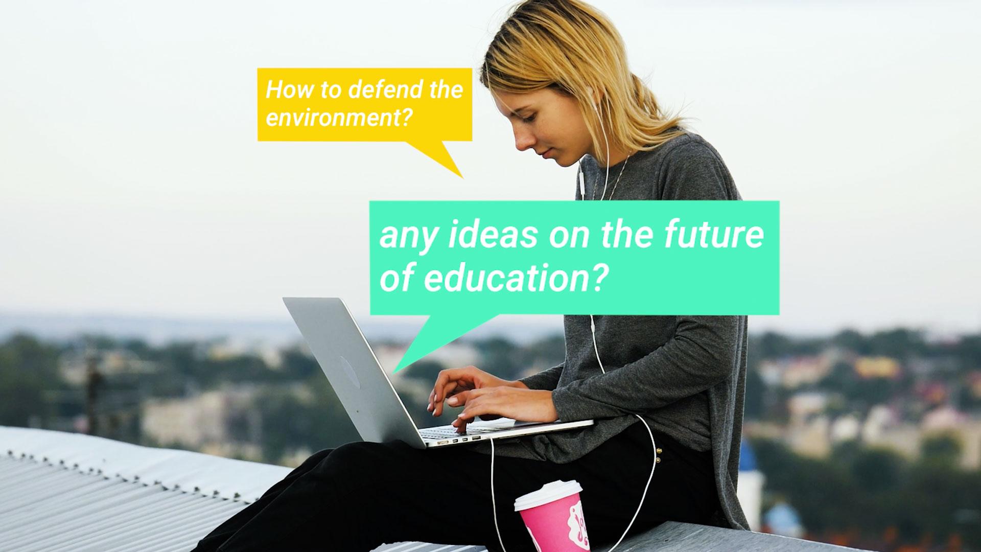 4-frau-sitzt-auf-einem-dach-mit-dem-laptop